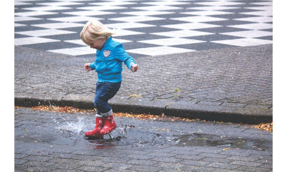 Splashing.