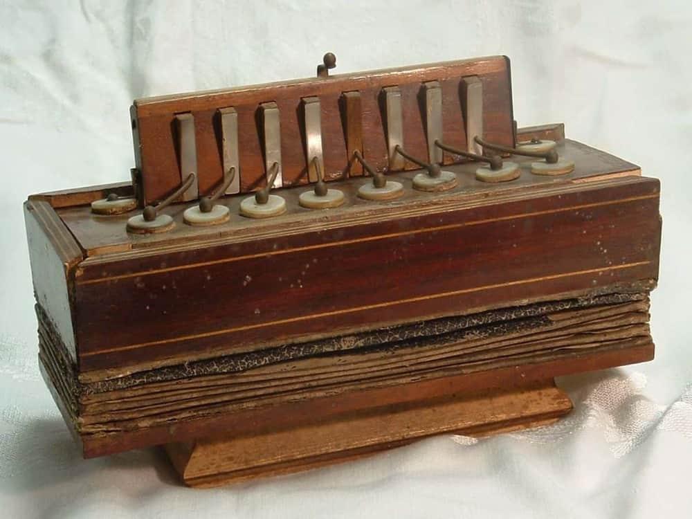 Bisonoric accordion