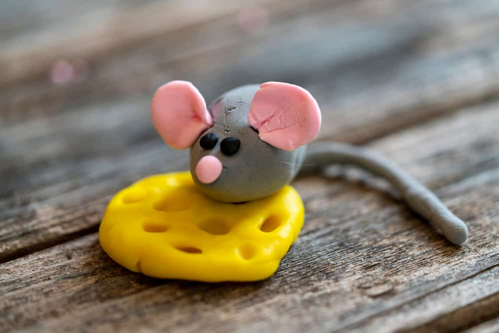 A mouse and a piece of cheese made from air-dry clay.